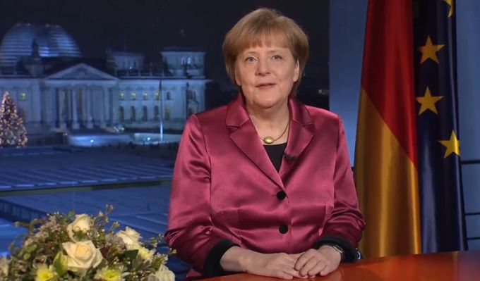 Germany's leader without any Christmas symbols - and also without her wedding ring.