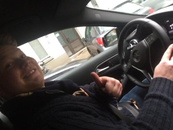 The chauffeur zick-zacking through Hamburg.