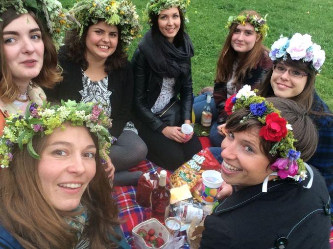 Reisegruppe Sonnenschein picknicking