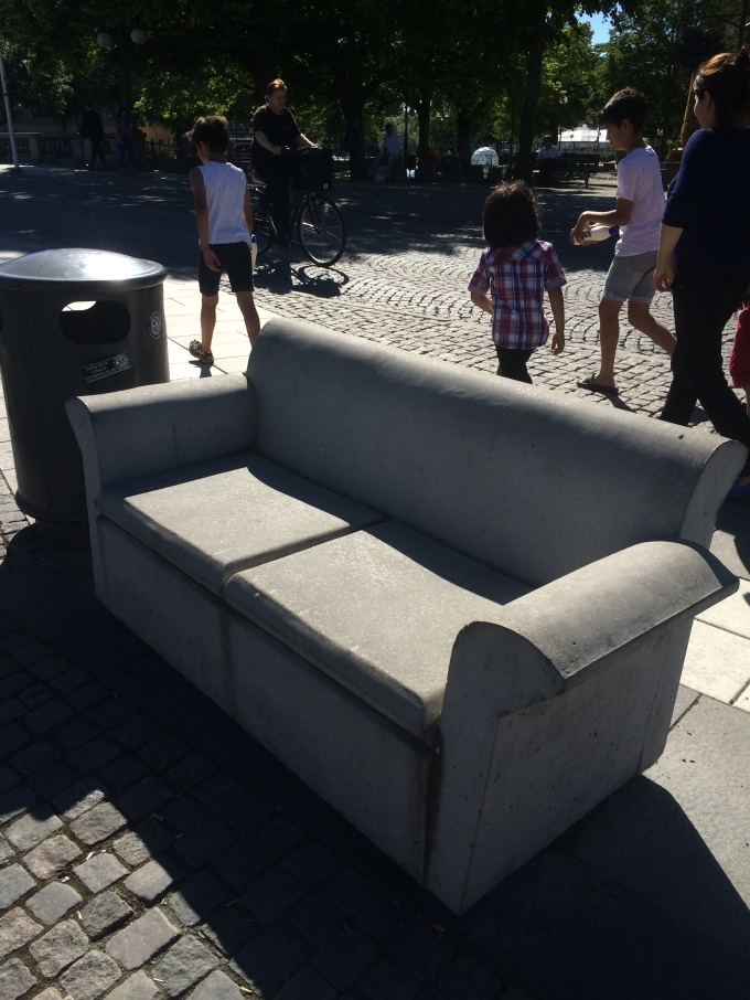 A stone couch in central Örebro.